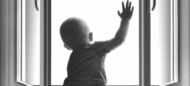 Дети умеют мечтать, но не умеют летать! Мама, закрой окно на ключ!